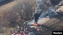 Demonstranti protiv naftovoda sukobili su se sa policijom