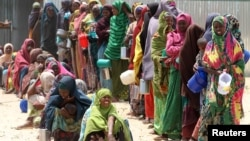 Internally displaced Somali women stand in a queue waiting for relief food to be served in Hodan district south of capital Mogadishu September 5, 2011.