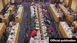 တႏိုင္ငံလံုးအပစ္ရပ္ေရးညႇိႏိႈင္းေရးအဖြဲ႔ NCCT နဲ႔ ျပည္ေထာင္စုၿငိမ္းခ်မ္းေရးေဖာ္ေဆာင္ေရး လုပ္ငန္းေကာ္မတီ UPWC တို႔ အပစ္ရပ္စဲေရး စာခ်ဳပ္မူၾကမ္း NCA ကို အၿပီးသတ္ သေဘာတူညီမႈရခဲ့စဥ္။ (မတ္ ၃၀၊ ၂၀၁၅) ဓာတ္ပံု-MPC