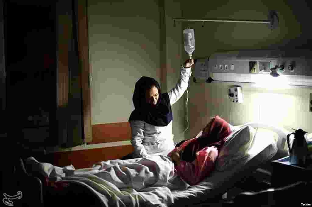 در ایران روز پرستار را گرامی می دارند. خسته نباشید، خانم پرستار. عکس: مصطفی حسن زاده