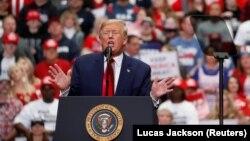 Predsednik Donald Tramp na predizbornom mitingu u Šarlotu, mart 2020.
