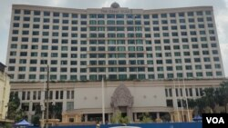 The Great Duke Phnom Penh hotel is now set up to treat COVID-19 patients amid a third wave of the pandemic in Cambodia, March 9, 2021. (Nem Sopheakpanha/VOA Khmer)