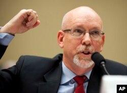 前美國駐利比亞副大使希克斯在聽證會上