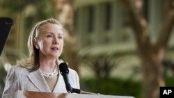 克林顿星期四(11月10日)在夏威夷东西方中心发表讲话
