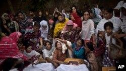 راپور کې وئيل شوي چې پاکستاني طالبانو تير کال دداسې حملو ذمه واري منلې چې پکې د سلگونو خلکو ژوند دلاسه تللى.