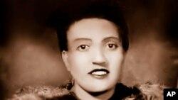 Esta foto muestra a Henrietta Lacks a inicios de los años de 1940. La OMS homenajeó el 13 de octubre de 2021 a Lacks, una mujer negra estadounidense cuyas células de cáncer fueron tomadas sin su conocimiento en la década de 1950.