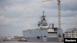 Tàu Vladivostok, một trong hai tàu chiến chở máy bay trực thăng tối tân Mistral đóng tại Saint-Nazaire,miền tây Pháp, 24/4/2014.