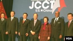 出席第23屆美中商貿聯委會的主要官員(美國之音莉雅拍攝)