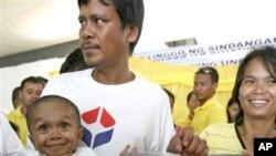 فلپائن کا نوجوان دنیا کا سب سے پست قامت شخص