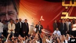 Mursi, başkanlık sarayı önünde toplanan destekçilerine seslendi