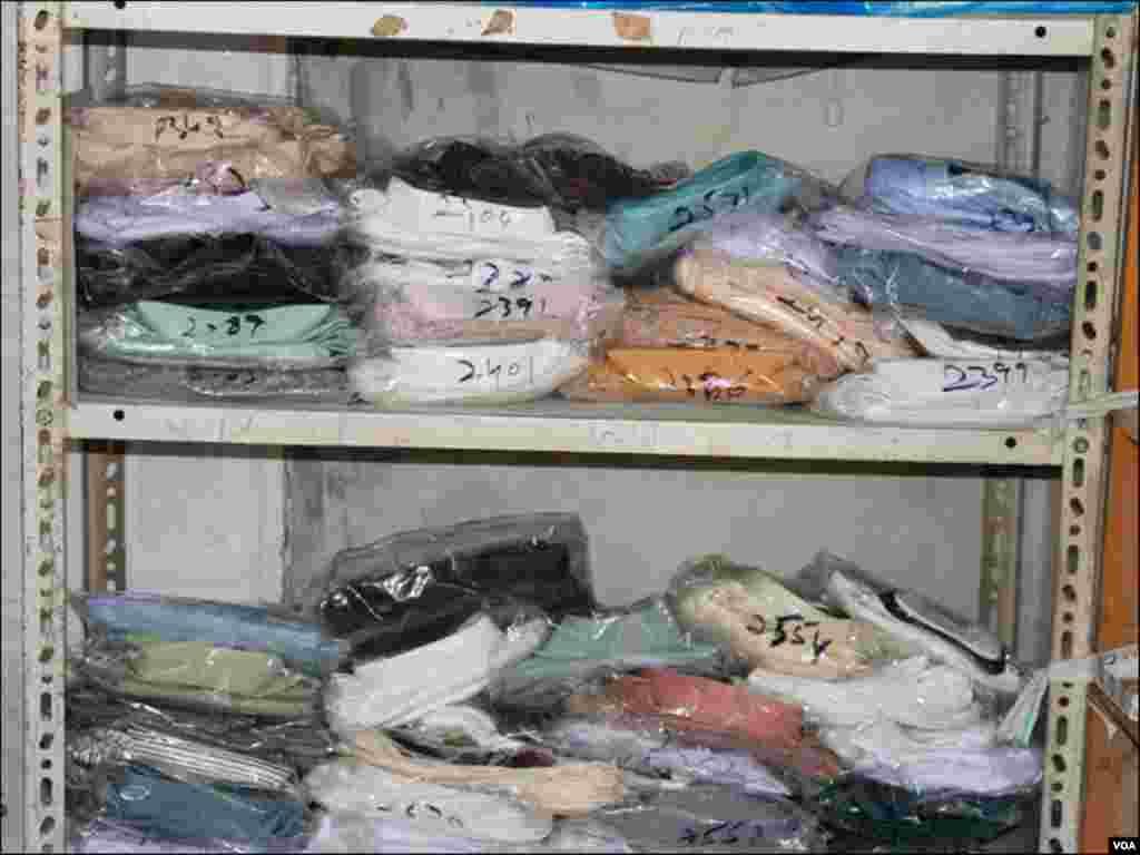 درزیوں کا کہنا ہے کہ رمضان سے قبل ہی عید کیلئے لوگ اپنے کپڑے سلوانے کے آرڈر بک کرالیتے ہیں