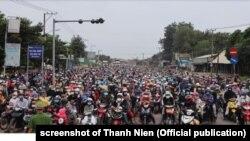 Hàng ngàn người đi qua Bình Phước để về quê sau khi rời bỏ các trung tâm sản xuất lớn, tháng 10/2021.