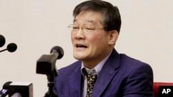 북한에 억류 중인 한국계 미국인 김동철 씨가 지난해 5월 평양에서 열린 기자회견에 참석했다.