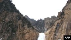 Khu du lịch nghỉ mát trên núi Kim Cưnơg từng được khai thác độc quyền bởi một tập đoàn của Nam Triều Tiên