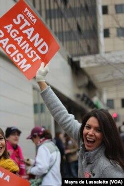 YWCA contra o racismo na Marcha das Mulheres de 21 de Janeiro em Washington DC