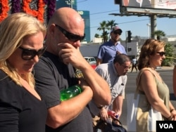 Grief-stricken people come to pay respects to mass shooting victims at a make-shift memorial in Las Vegas, Nevada, Oct. 6, 2017. (Photo: C. Presutti / VOA)
