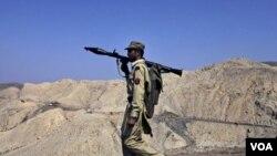 Pakistán bloqueó una ruta de suministro para las fuerzas de la OTAN en Afganistán, tras un mortal ataque aéreo.