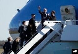 El expresidente George W. Bush y su esposa Laura, acompañaron los restos de su padre el expresidente George H.W. Bush a Washington.