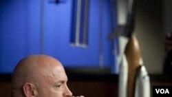 Astronot AS Mark Kelly akan menjadi komandan misi dua minggu Endeavour ke Stasiun Antariksa Internasional.