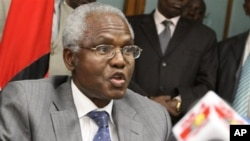 Francis Muthaura, one of the accused, speaks to journalists in Nairobi, Kenya, 15 Dec 2010
