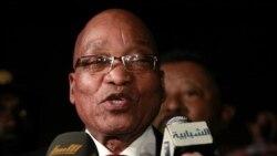 جاکوب زوما، رئیس جمهوری آفریقای جنوبی پس از ملاقات با معمر قذافی در روز یکشنبه در طرابلس با خبرنگاران صحبت می کند