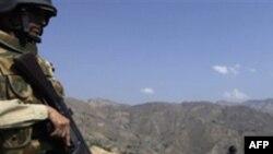 İnternetdə bir qrup insanın Pakistan hərbi uniforması geymiş əsgərlər tərəfindən güllələndiyi göstərilib