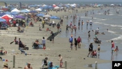 Prepune plaže u Teksasu, 23. maj 2020. (Foto: AP /Eric Gay)