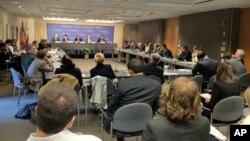 Oliy Majlis a'zolari Vashingtonda ilm-fan va siyosat ahli oldida gapirdi, 26-aprel 2012