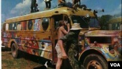 En Woodstock, fueron tres días de paz, amor y drogas. Acudieron hippies, activistas y aficionados a la música.