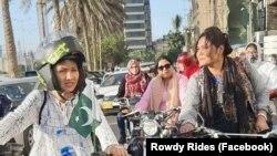 Marina Syeh di antara para pengendara motor perempuan di Pakistan. (Foto- Facebook- Rowdy Rides)