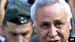Former Israeli President Moshe Katsav arrives at a court in Tel Aviv, March 22, 2011