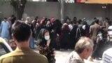 کابل کې د بهرنیو سفارتونو مخ ته ګڼه ګوڼه