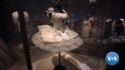 VOA英语视频: 传统芭蕾舞服亮丽转身融入时装