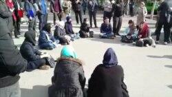 برخورد ماموران پلیس با دانشجویان معترض مقابل دانشگاه تهران
