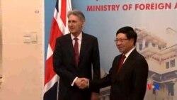 2016-04-12 美國之音視頻新聞: 英國外相呼籲南中國海主權聲索方維護國際法