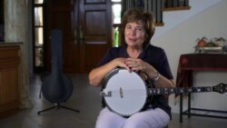 Making Souls Happy by the Strum of the Banjo