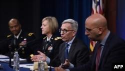 S lijeva: Brigadni general Majkl J. Tali, pukovnica Vendi Samons-Džekson, dr Nelson Majkl i dr Kajvon Modžarad tokom konferencije za novinare u Pentagonu, 5. marta 2020.