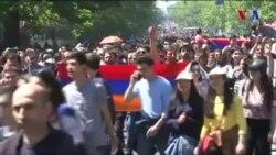 Ermənistanda hadisələr Gürcüstan və Ukrayna ilə müqayisə edilir