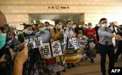 چار قانون سازوں کی برطرفی کے خلاف ہانگ کانگ میں جمہوریت پسندوں کا مظاہرہ۔ 10 نومبر 2020