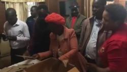 Babala Amavoti Amapholisa Avote Kukhetho Olubizwa Ngokuthi yiPostal Voting