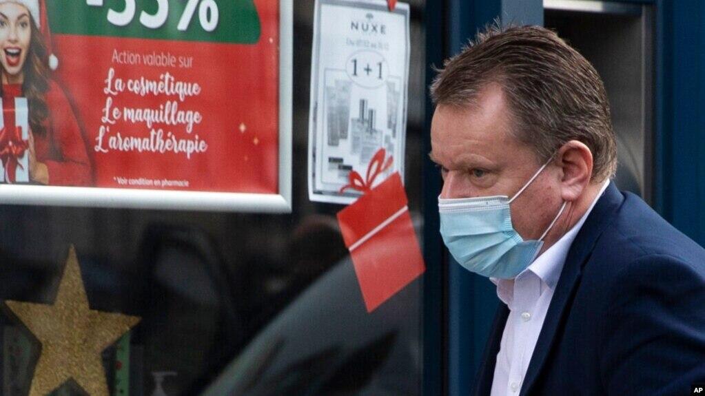 英国首席谈判代表大卫·弗罗斯特抵达布鲁塞尔英国脱欧谈判代表团办公室。事实证明,欧盟在英国水域的捕鱼权是达成英国退欧后贸易协议的障碍。(2020年12月19日)(photo:VOA)
