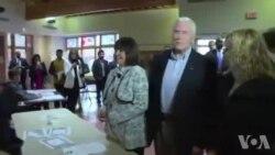 Le candidat à la vice présidence republicain Mike Pence vote (vidéo)