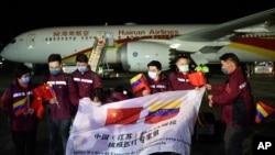 Elpasado30 de marzo, una misión de ocho médicos chinos aterrizó en Caracas para dar asistencia a los trabajadores sanitarios