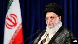 아야톨라 알리 하메네이 이란 최고지도자가 1일 테헤란에서 교육부 관리들과 화상회담을 했다.