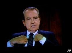 تصویر ریچارد نیسکون، رئیس جمهوری اسبق آمریکا، در صفحه تلویزیون- (عکس از آرشیو)