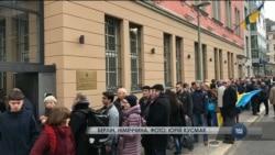 Як українці голосували на закордонних дільницях. Відео