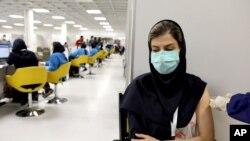 17일 이란 테헤란에서 시노팜의 신종코로나바이러스 백신 접종이 실시되고 있다.