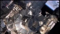 2013-12-22 美國之音視頻新聞: 宇航員完成修理太空站氨氣泵的太空漫步
