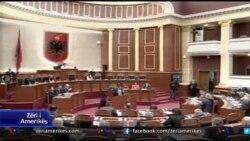 Tensione ne parlamentin e Shqiperise