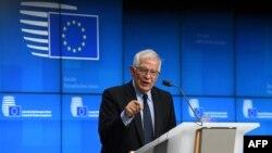 រូបឯកសារ៖ លោក Josep Borrell ប្រធានគោលនយោបាយការបរទេសរបស់សហភាពអឺរ៉ុបថ្លែងសន្និសិតរួមមួយ ក្រោយកិច្ចប្រជុំក្រុមប្រឹក្សាកិច្ចការបរទេសនៅឯស្នាក់ការកណ្តាលសហភាពអឺរ៉ុបកាលពីថ្ងៃទី១២ ខែកក្កដា ឆ្នាំ២០២១។ (AFP)